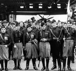 Los 'camisas negras', milicia voluntaria creada por Mussolini / RedHistoria