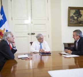 Otros tiempos: Chadwick, Piñera y Atton. Hoy solo queda el Presidente. Foto: Presidencia