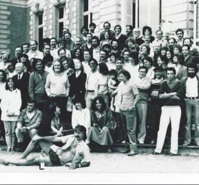 Reunión de la Convergencia Socialista en Chantilly en 1982, uno de los últimos pasos para la renovación del PS. Nos ha sido imposible identificar a cada uno de los concurrentes.