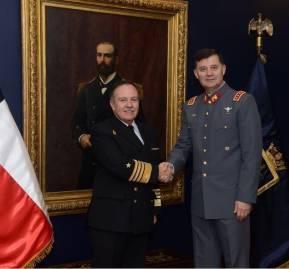 Visita protocolar del comandante en jefe del Ejército, Ricardo Martínez, a su par de la Armada, Julio Leiva, el 21 de mayo
