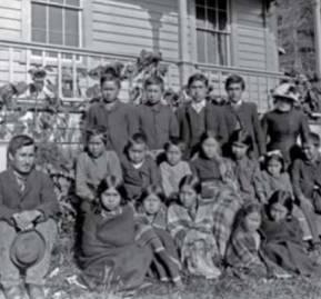 Escuela en Alert Bay Columbia Británica, en 1885.
