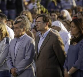 A la derecha, el alcalde Felipe Guevara durante una actividad en la comuna de Lo Barnechea. Foto: Lo Barnechea