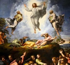 Pintura que representa la transfiguración de Jesús, una historia en el Nuevo Testamento cuando Jesús se vuelve radiante sobre una montaña. Artista Rafael / Colecciones Museo Hallwyl, CC BY-SA