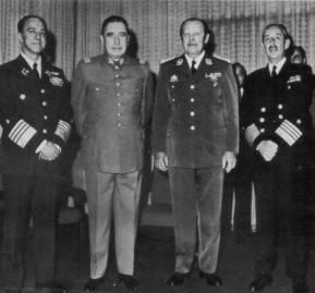 Junta militar chilena con Alfredo Stroessner.