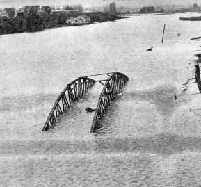 La crecida del río Calle Calle inundó la costanera y el centro de Valdvia