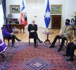 Presidente Piñera con el Consejo de Lonkos y la Corporación de Machis en La Moneda