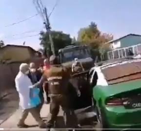 El ministro Jaime Mañalich sale raudo de Bajos de Mena en una patrulla policial