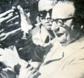 Osvaldo Puccio, a la derecha de Salvador Allende.