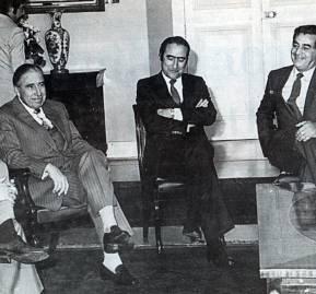Pinochet rodeado de Chicago Boys y gestores de los principales grupos económicos.
