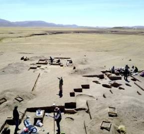 Excavación donde fue encontrada la cazadora. Tomada por el antropólogo Randall Haas.