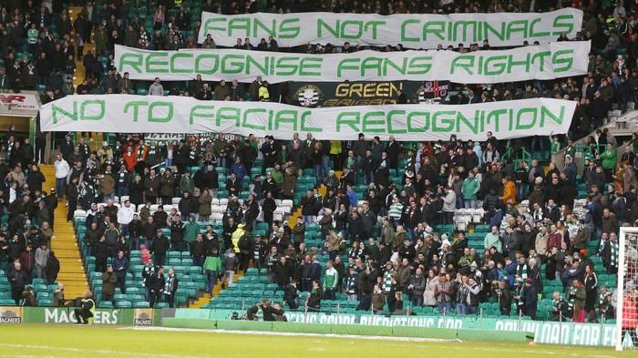 Los hinchas escoceses han protestado abiertamente contra el uso de reconocimiento facial en los estadios.