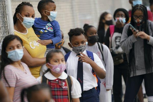 Aún se están realizando los estudios clínicos para usar la vacuna en adolescentes y va a tomar aún más tiempo para niños menores.
