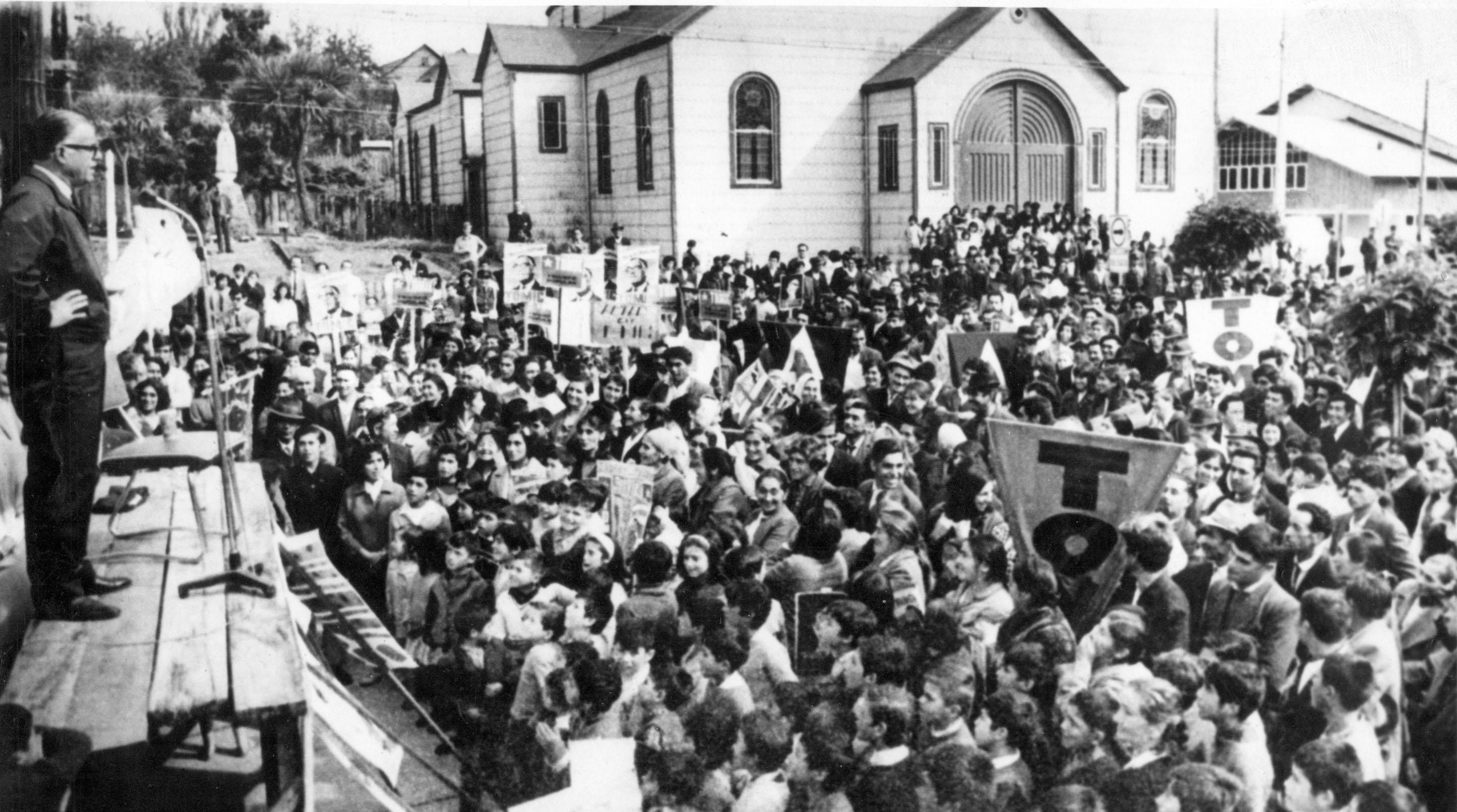 Tomic en la campaña presidencial el 7 de julio de 1970.