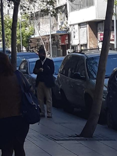 Alexis Flores en las afueras de Redes Asistenciales, el pasado 7 de octubre.